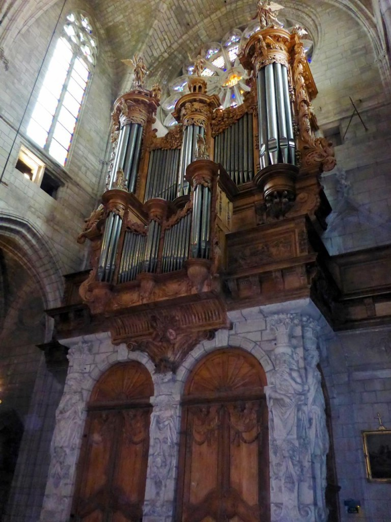 I'd like to hear this organ play.