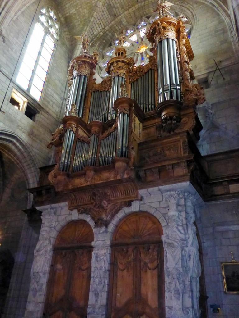 I'd like to hear this organ play.