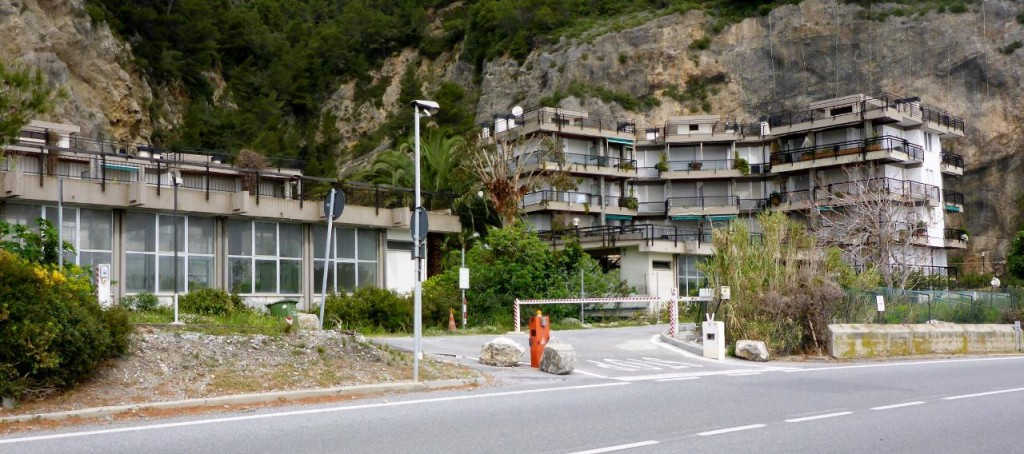 Throughout Spain, France and now Italy there have been many empty apartments/condos waiting for the tourist season to start in May. Some towns are almost completely empty in Spain.