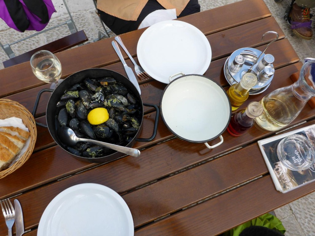 We couldn't help ourselves and snacked on a bucket of mussels and a liter of wine.