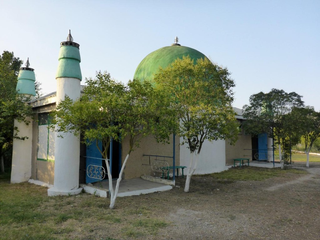 An estate with a small mosque on premises.