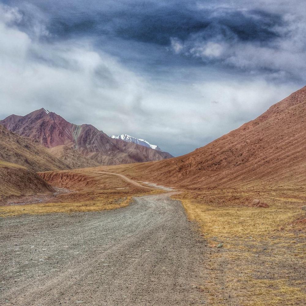 The following 4 pix by Jocelyn. The road to Kyrgyzstan.