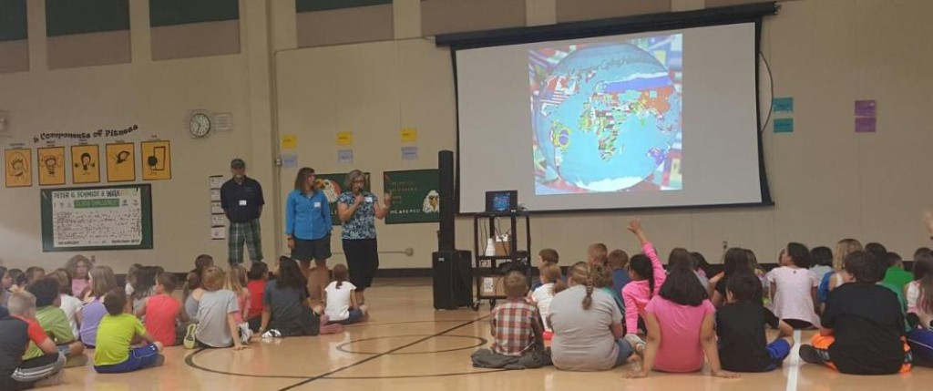 We gave a riding presentation of last year in a local elementary school where on e of Andee's teacher friends work.