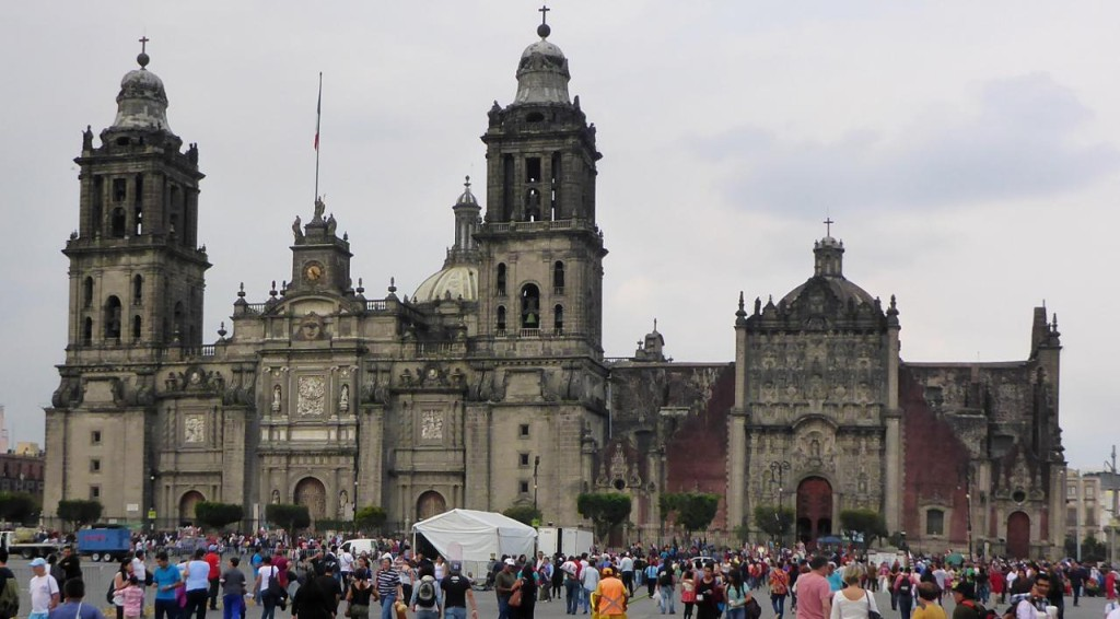 The baroque Cathedral Metropolitana of the Spanish conquistadors built in sections from 1573 to 1813.