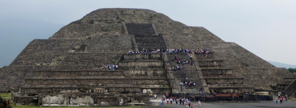 Pyramid of the Moon 45 meters.