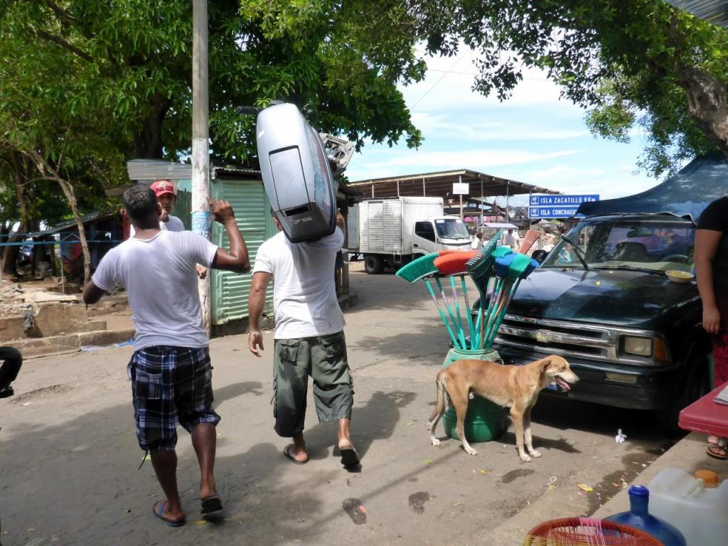 El Salvador Hulk carrying a 75 hp motor.