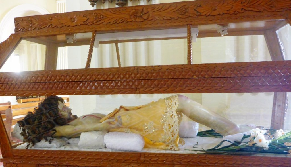 We have seen glass caskets with Jesus in all Latin America countries. A little smaller than full size.