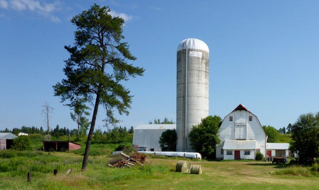 A fine barn.