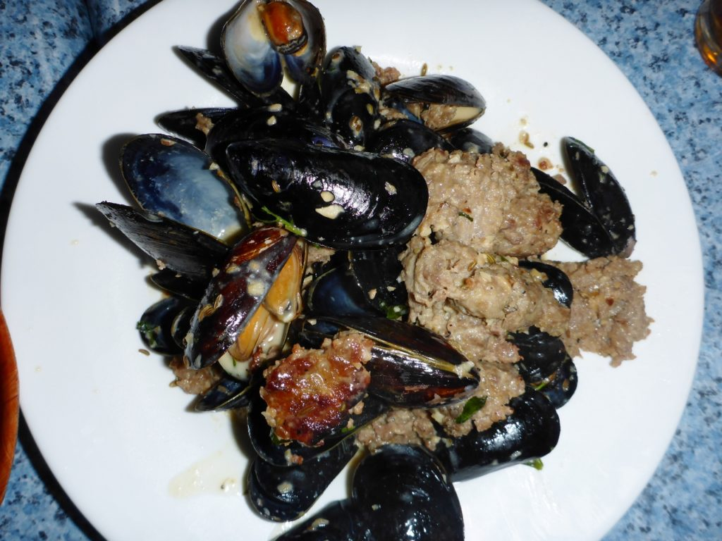 Mussels with crumbled sausage - so delicious.