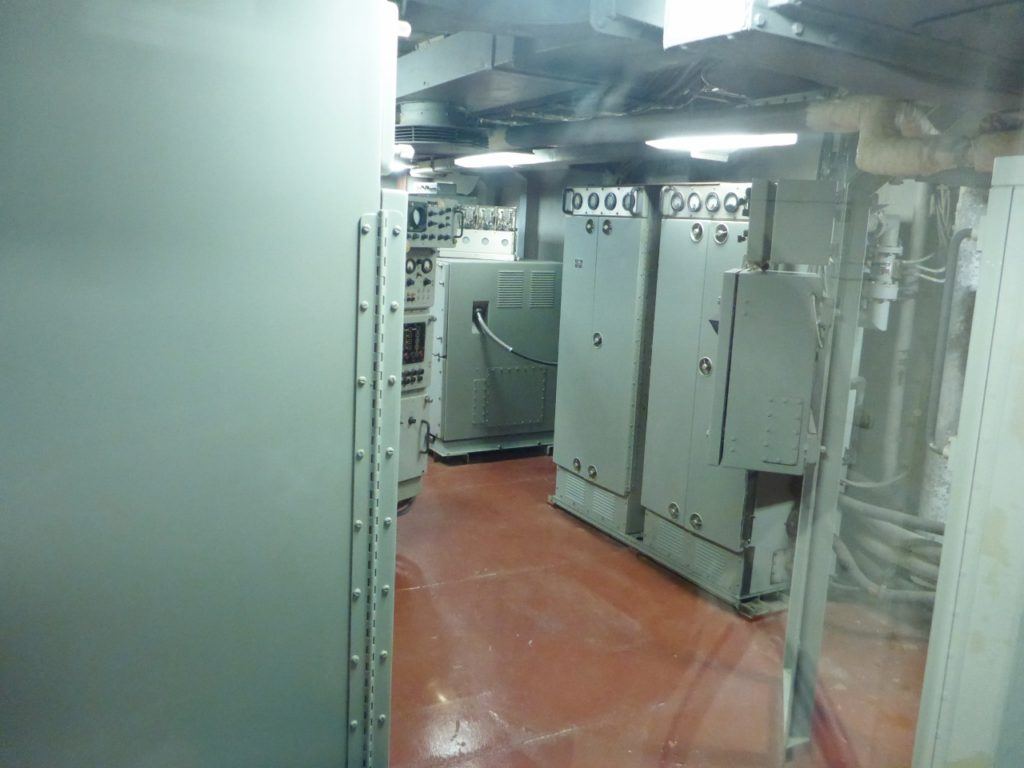 The radar room on the USS Hoel was similar to this.